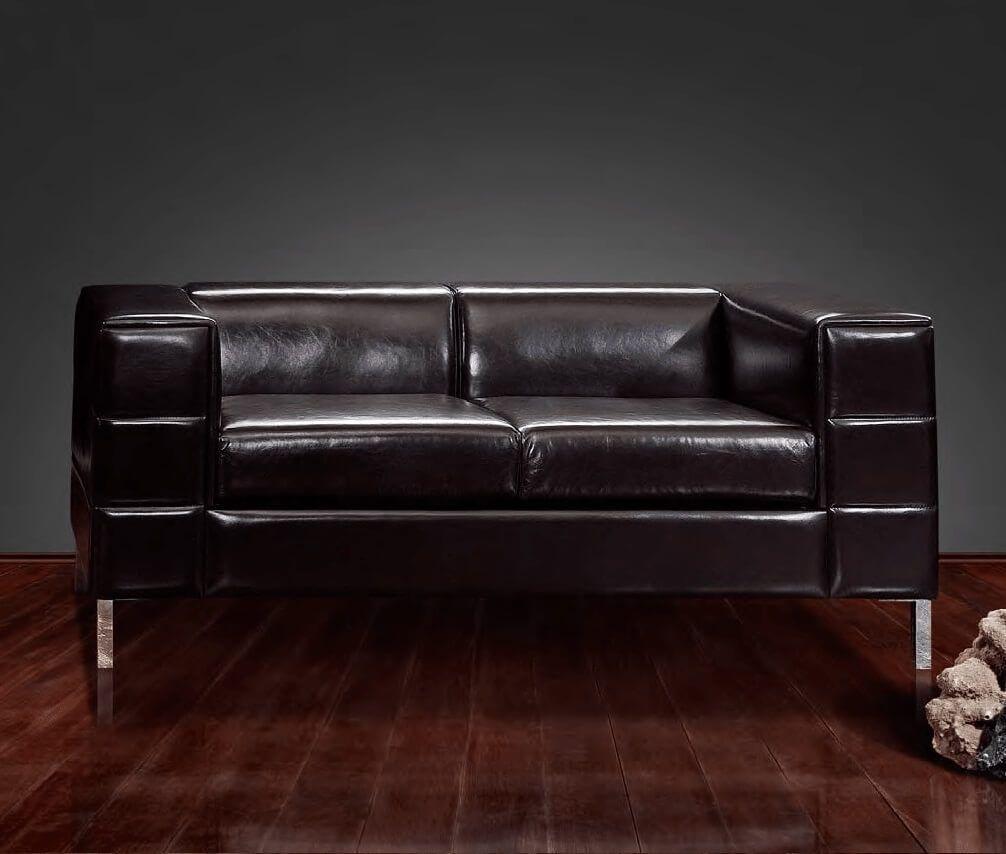 Чем оттереть кожаный диван