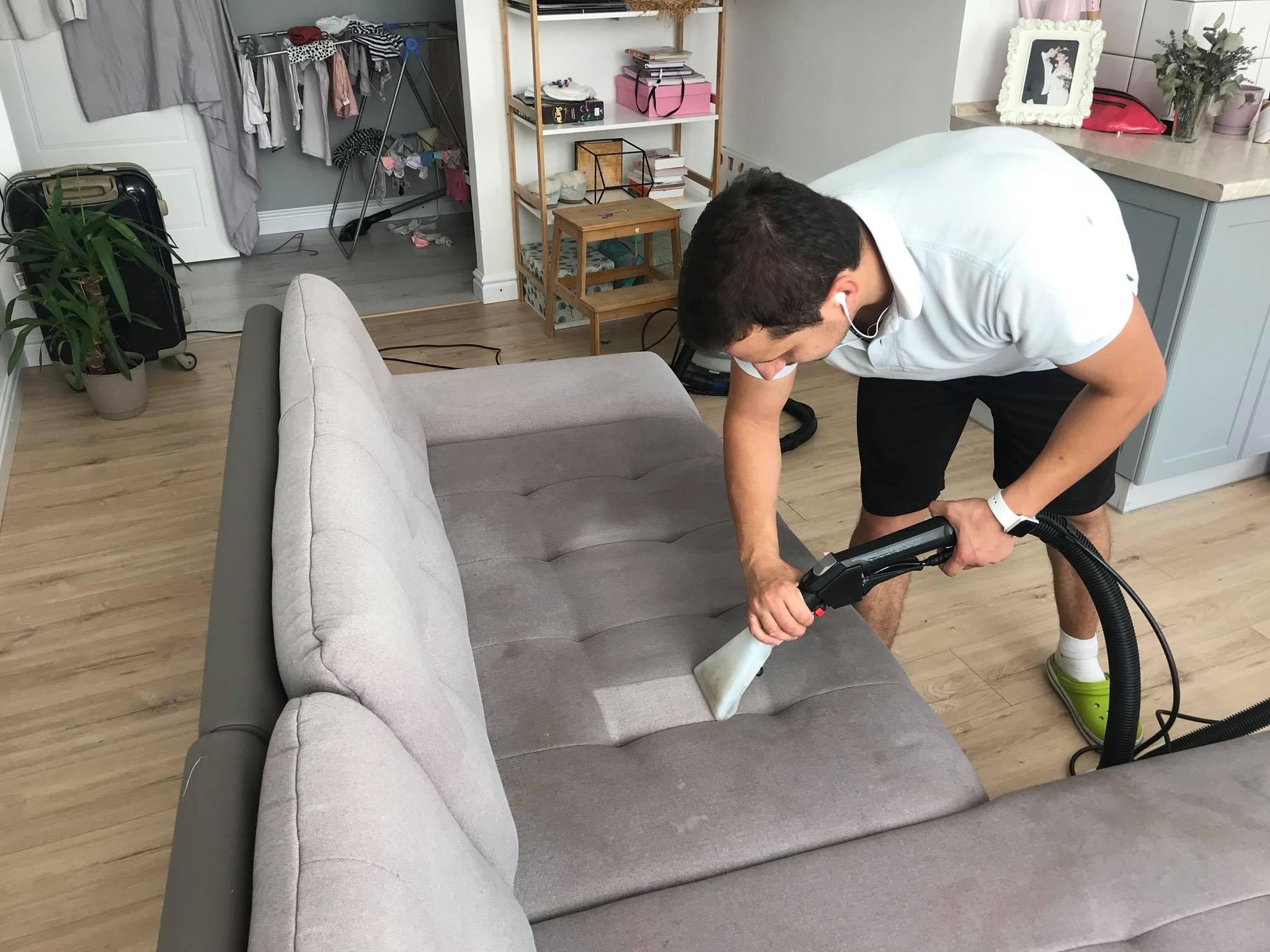 Как выбрать средство для чистки дивана