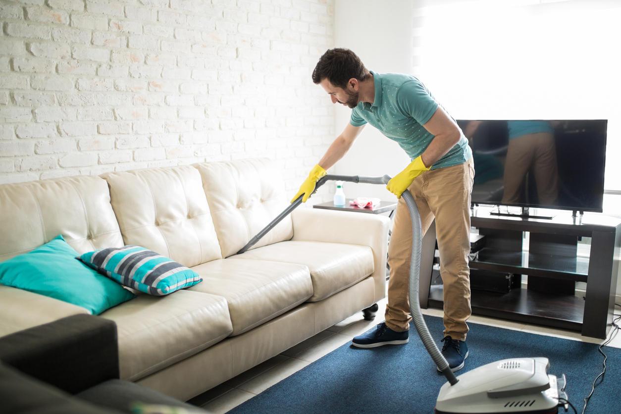 Что значит профессиональное средство для чистки диванов